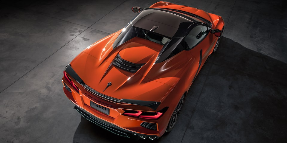 Chevrolet Corvette Stingray convertible 2020 en color orange con techo retráctil
